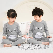 Laden Sie das Bild in den Galerie-Viewer, Kinder Baumwolle Unisex Winter Pyjamas Grau
