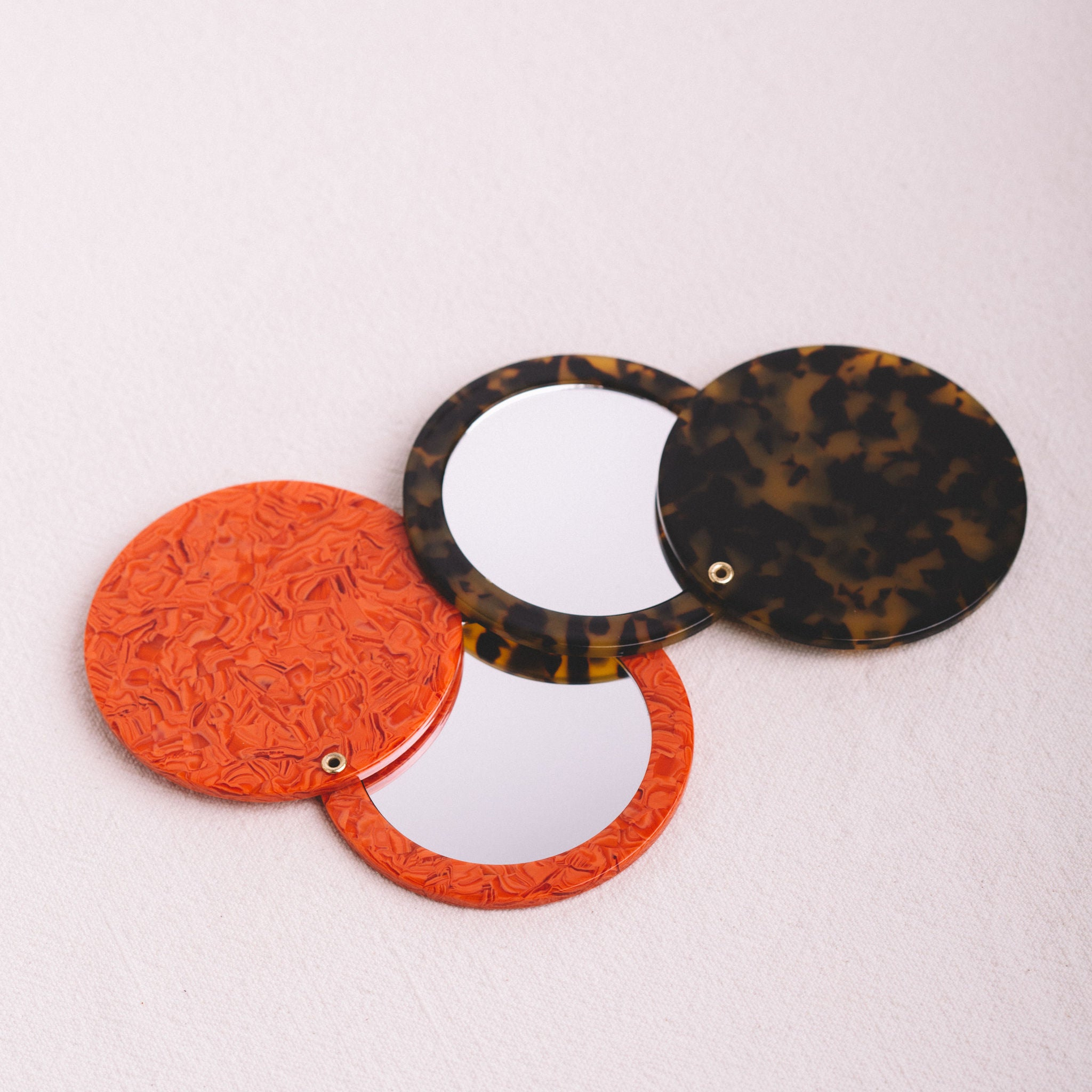 MACHETE || CIRCLE POCKET MIRROR