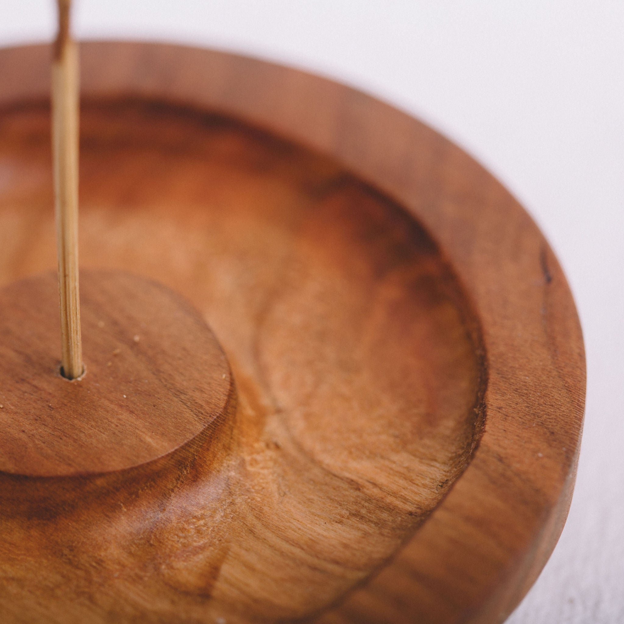 MINGLED GOODS || ROUND WOODEN INCENSE BURNER
