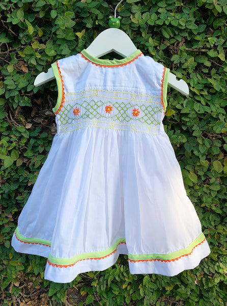 cheerful smocking sleeveless dress