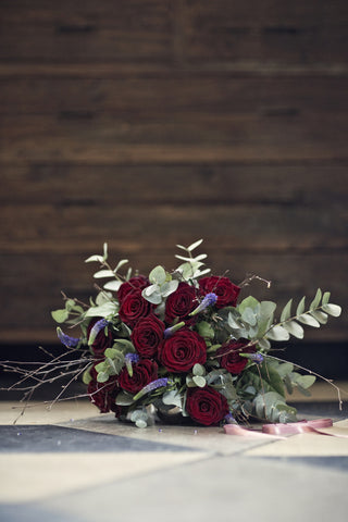 Traditional 12 Rose Bouquet