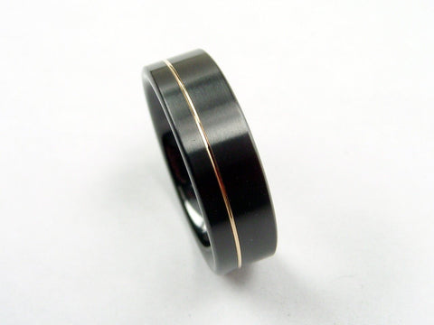 Black Zirconium Ring with an Offset 14K Gold Pinstripe - hersteller