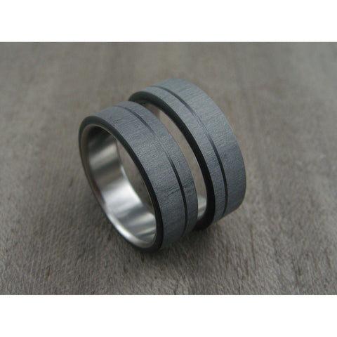 Carbon Fiber and Titanium ring -- Pinstripe Wedding Set - hersteller