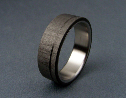 Carbon Ring with Pinstripe in Satin Titanium - hersteller