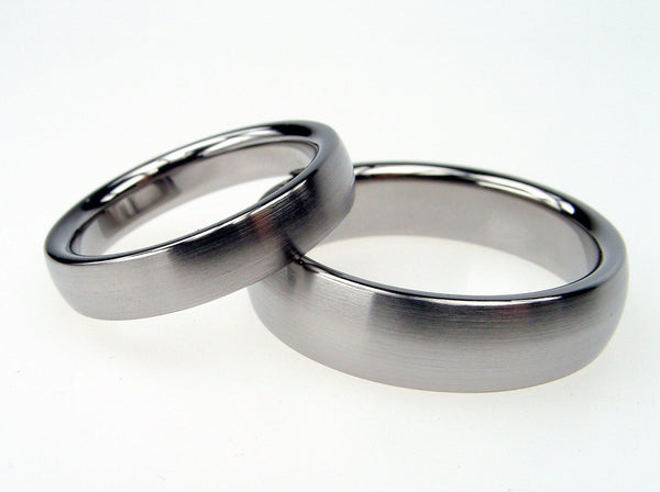 Domed Titanium Wedding Band Set - Satin Exterior - hersteller