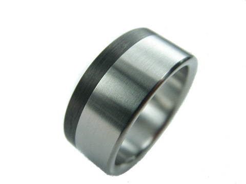 Extra-Wide Titanium Ring with Carbon Fiber Pinstripe - hersteller