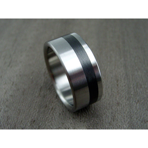 Extra-Wide Titanium Ring with Offset Carbon Fiber Pinstripe - hersteller