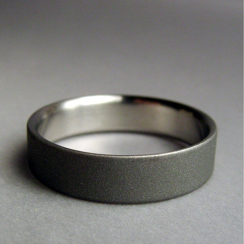 Modern Handmade Gray and Satin Titanium Ring - hersteller