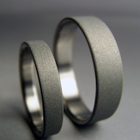 Modern Handmade Titanium wedding band set -- satin and gray - hersteller