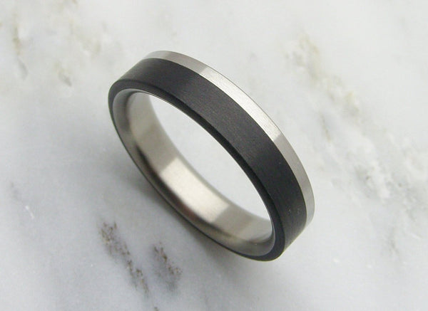Narrow Brushed Titanium and Black Carbon Fiber Ring - hersteller