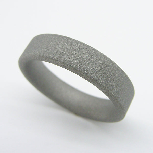 Sandblasted Ring in Matte Grey Titanium - hersteller