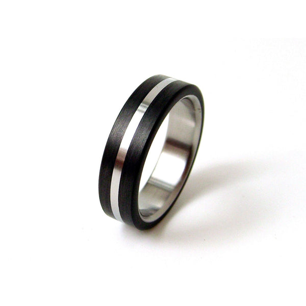 Titanium Ring with Carbon Fiber and Center Titanium Stripe - hersteller