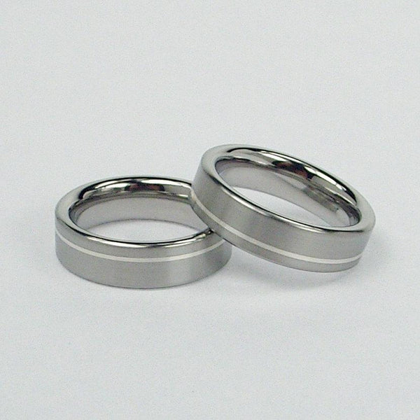 Titanium Wedding Band Set in Brushed and Polished Finish with Argentium Silver Inlay - hersteller