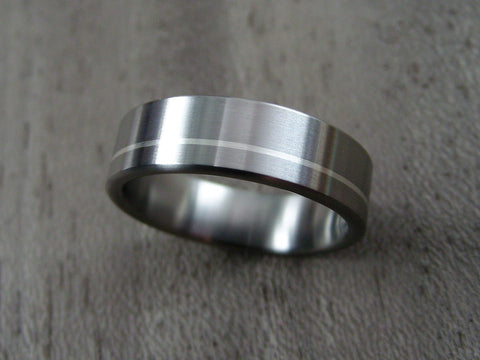 Titanium Wedding Ring with Offset Argentium Silver Pinstripe - hersteller