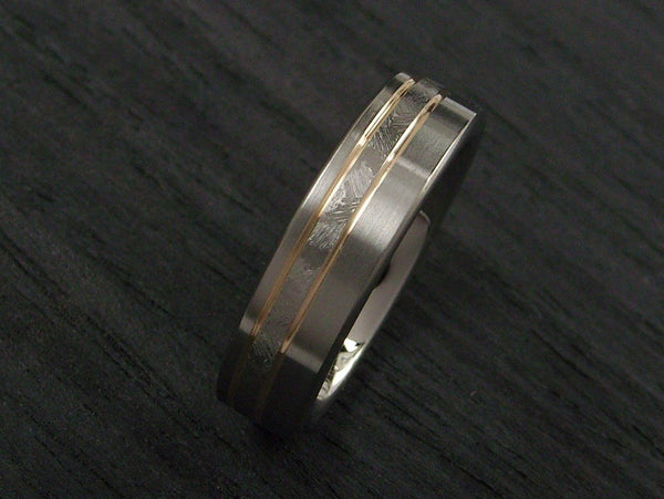 Titanium with Hand Chased Design and 14 Gold - hersteller