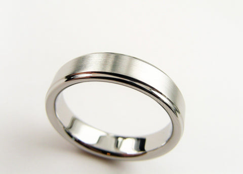 Traditional Titanium wedding band - stepped design - polished and satin - hersteller