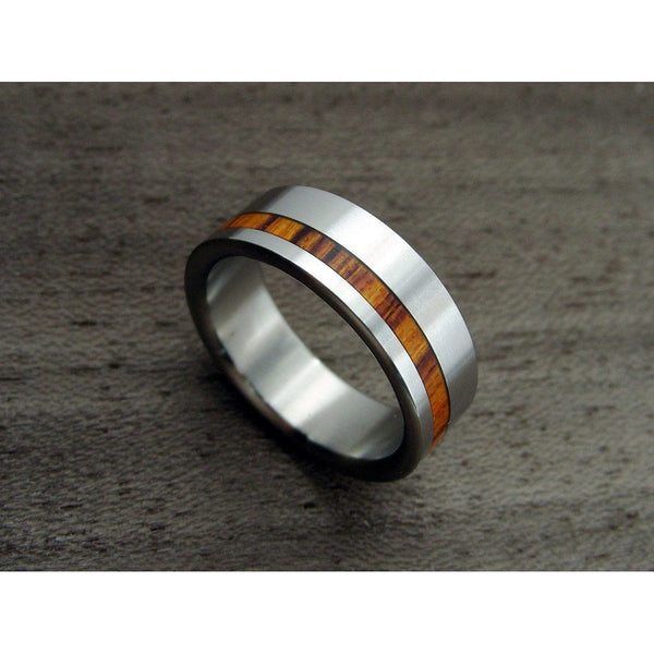 Wide Titanium Ring with an Offset Rosewood Pinstripe - hersteller