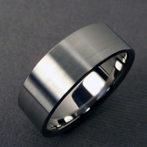 Wide Titanium Ring with Satin Exterior and Polished Interior - hersteller