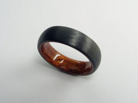 Wood Wedding Ring in Domed Carbon Fiber and Bent Rosewood - hersteller
