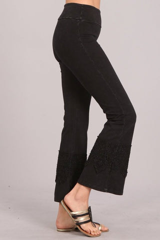 Chatoyant Wide Lace Crop Pants Black