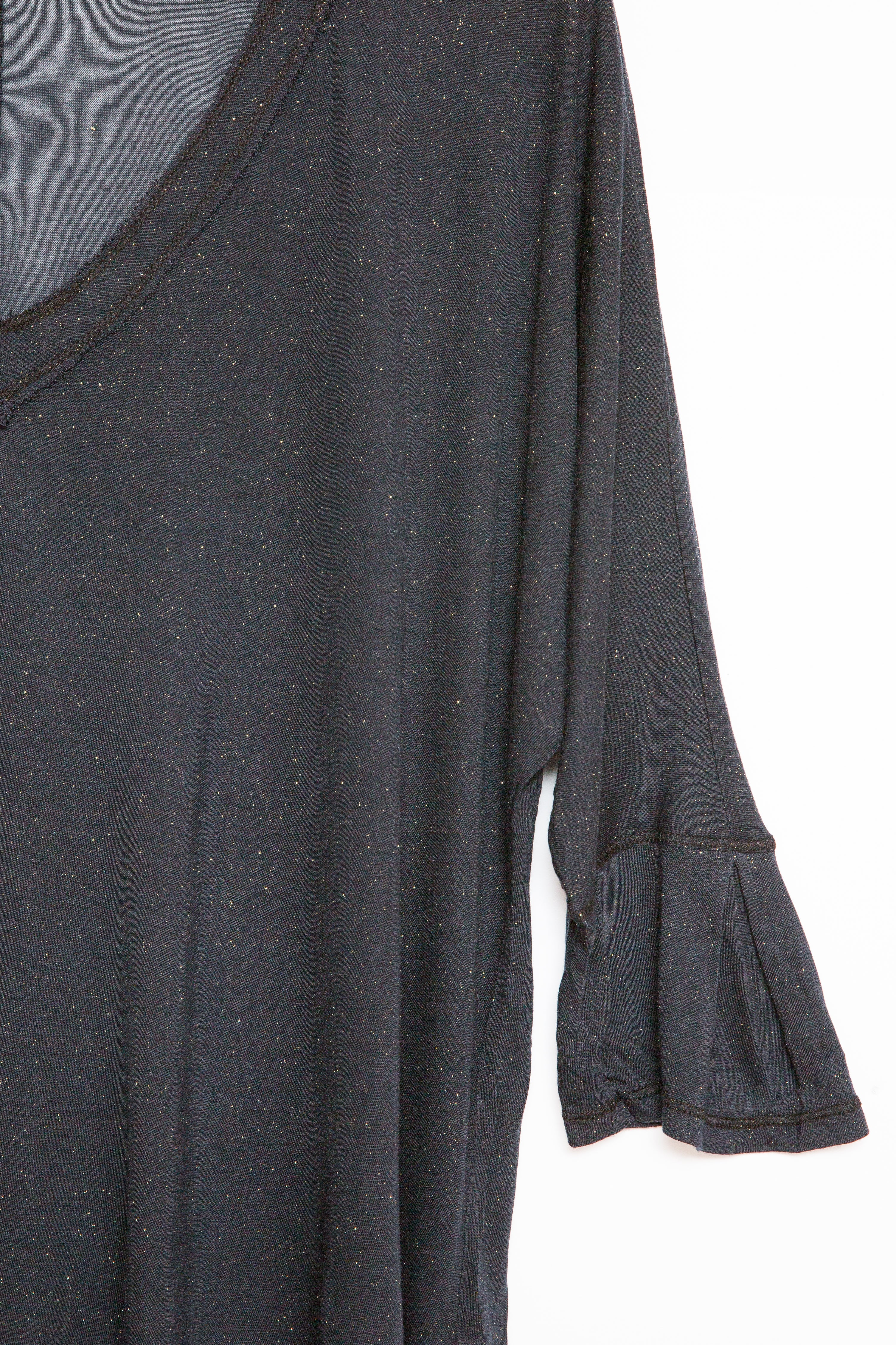 Luxe Basics Glitter High-Low Tee in Black
