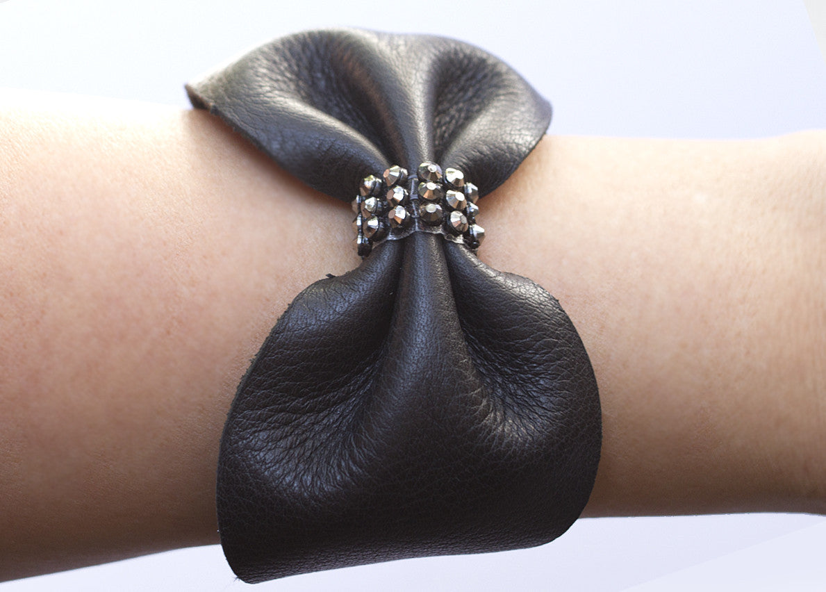 CRYSTAL LEATHER BOW CUFF BRACELET IN BLACK