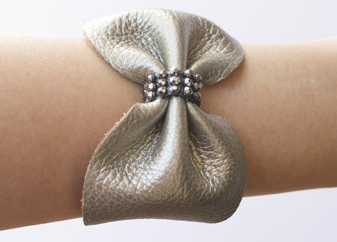 CRYSTAL LEATHER BOW CUFF BRACELET IN GOLD