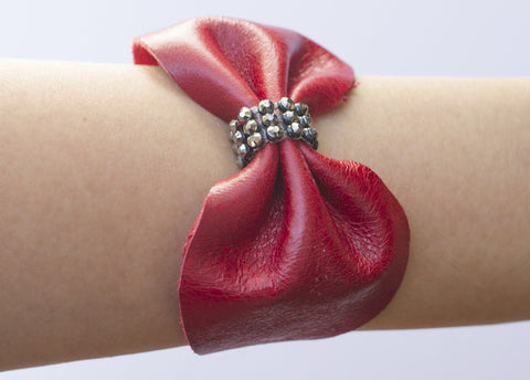 CRYSTAL LEATHER BOW CUFF BRACELET IN RED