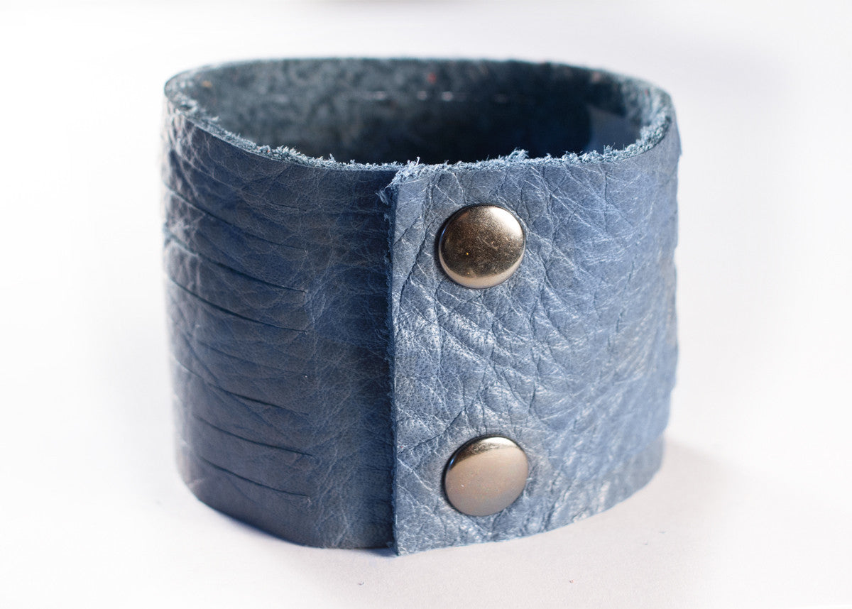 SLASHED LEATHER CUFF IN JUNIPER