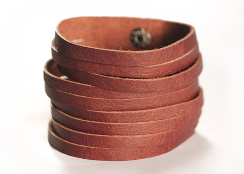 SLASHED LEATHER CUFF IN MAHOGANY