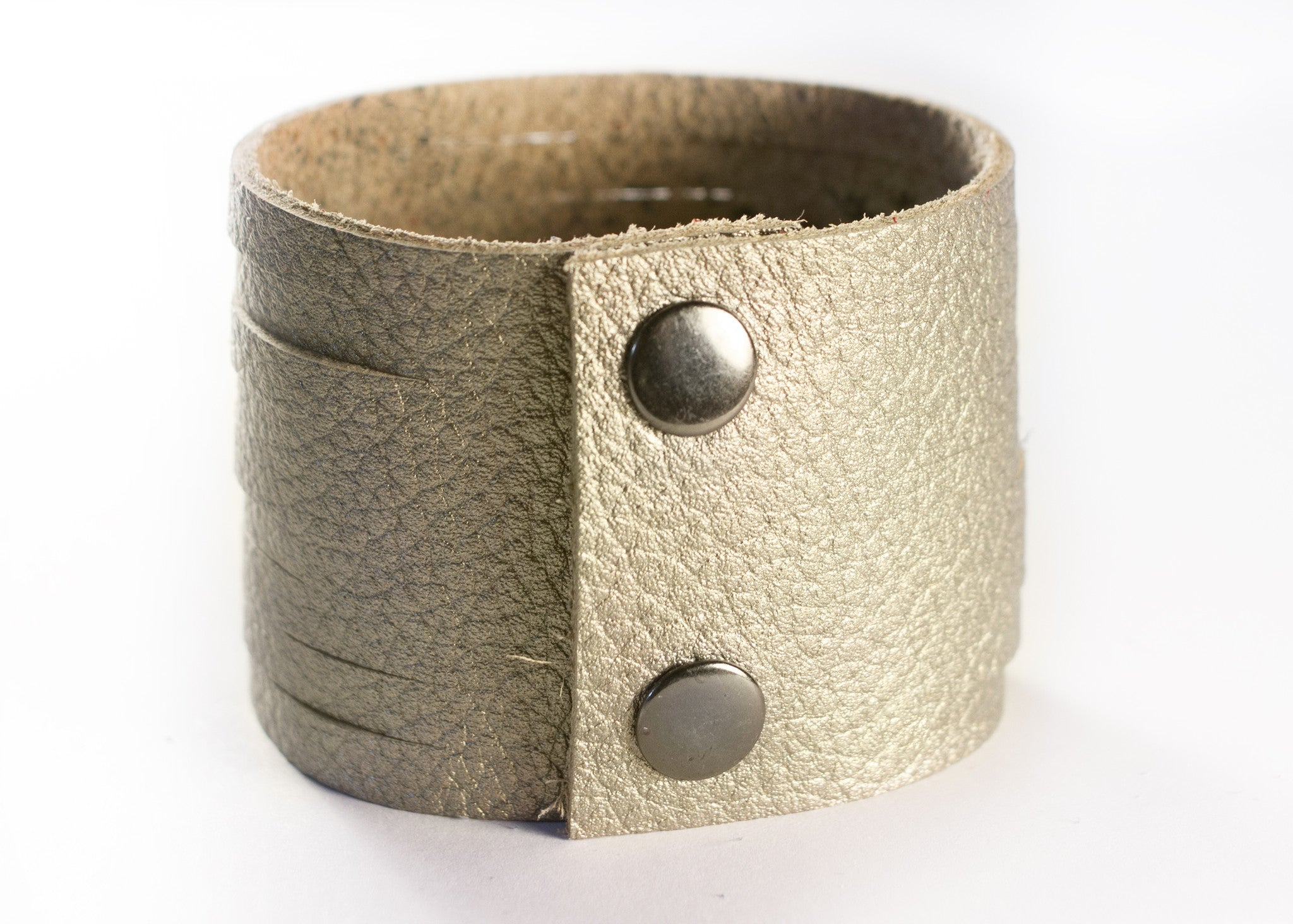 SLASHED LEATHER CUFF IN GOLD
