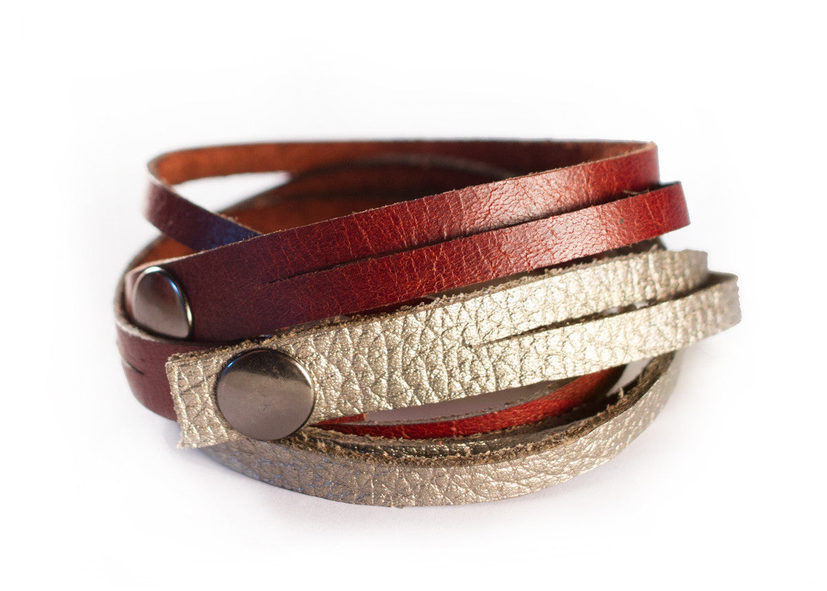 LEATHER WRAP BRACELET IN GOLD/MAHOGANY