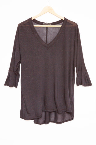 Luxe Basics Glitter High-Low Tee in Stone