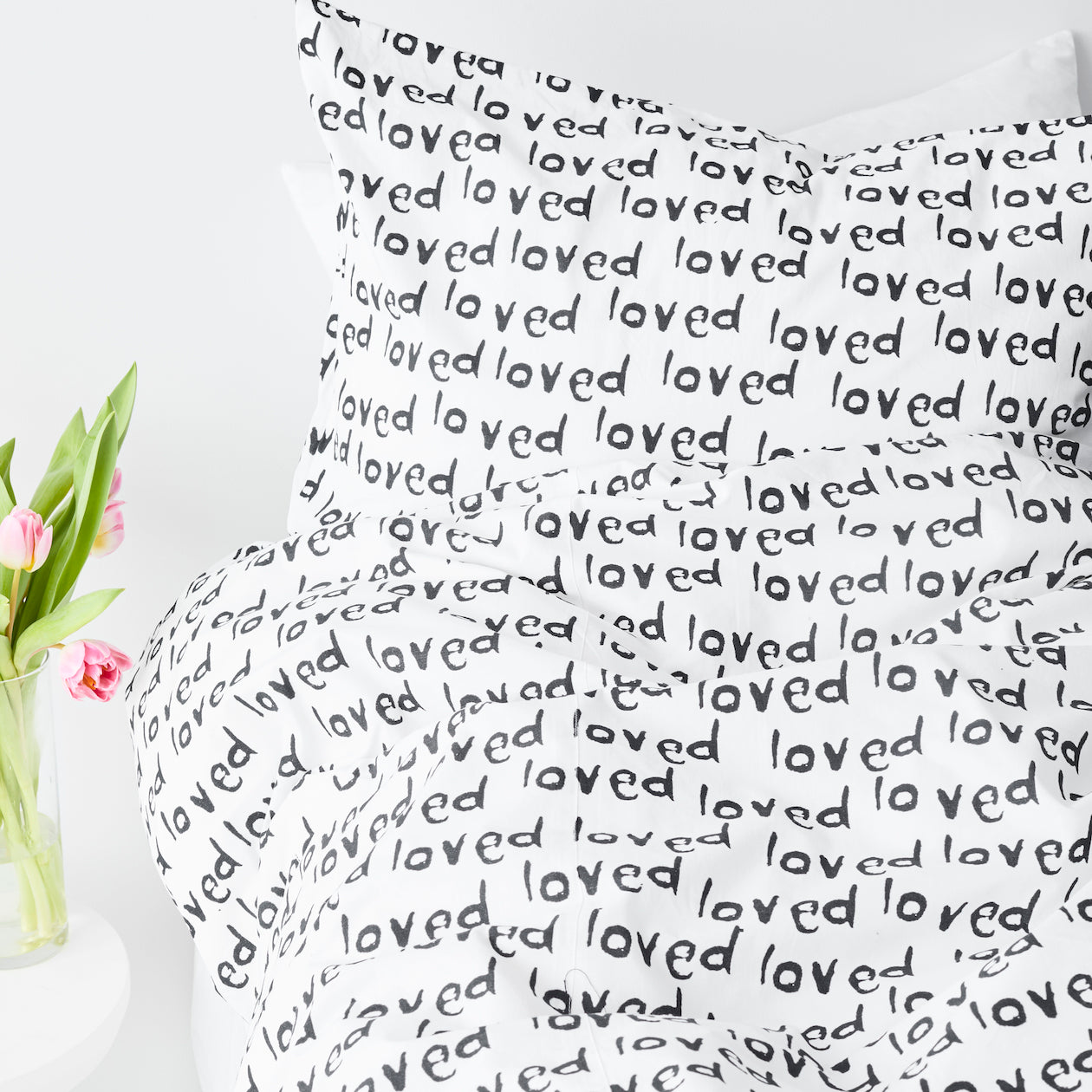 loved print duvet black