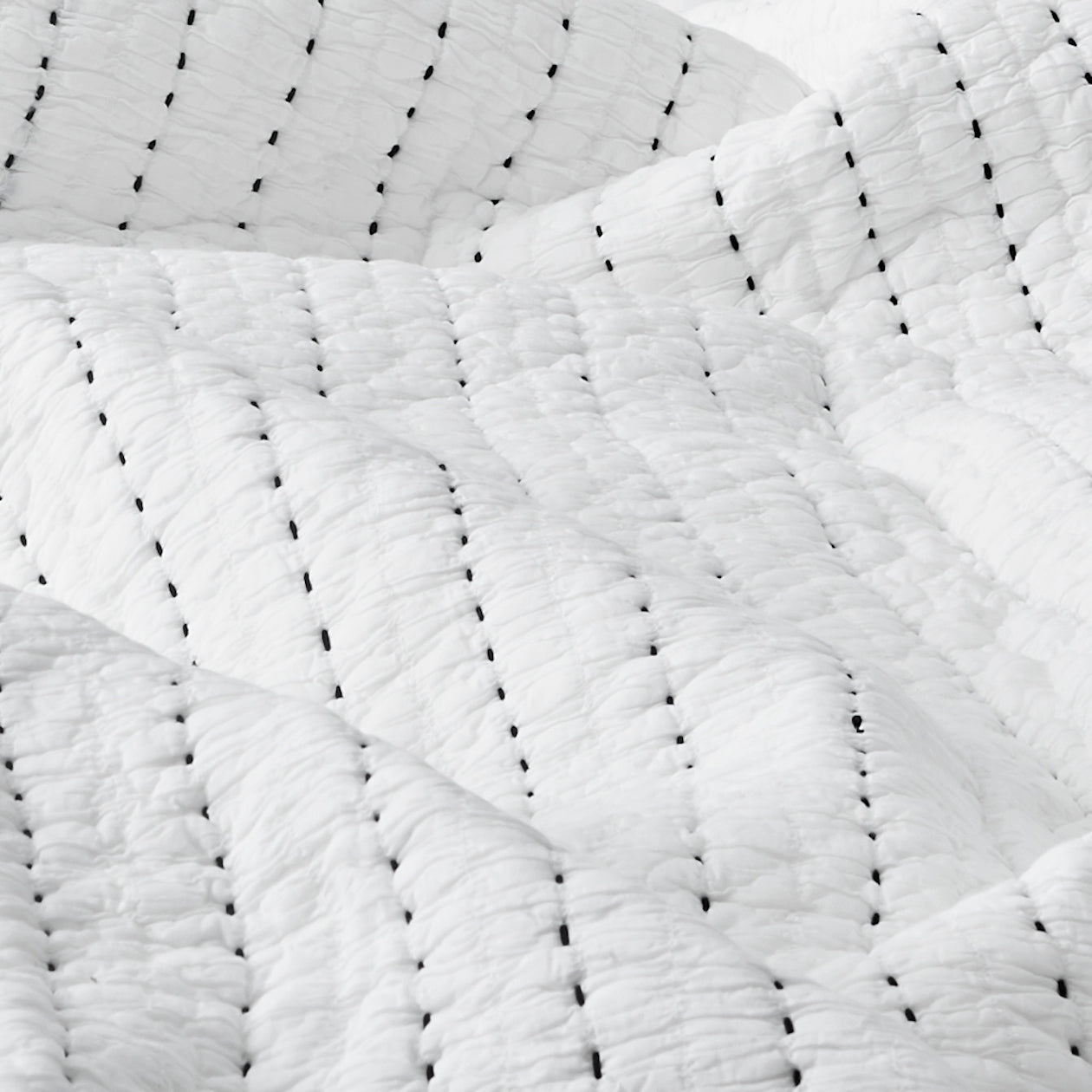 textured cotton quilt white/black