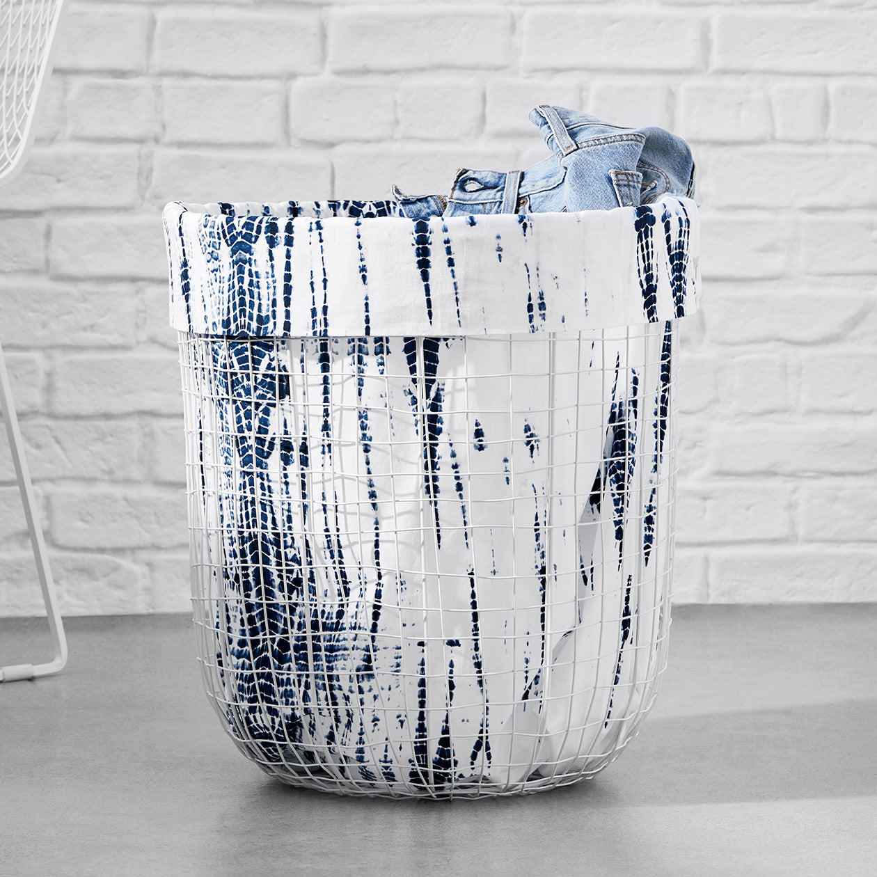 abstract pattern wire basket white