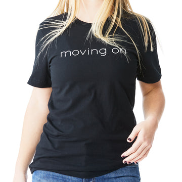 c'est beau1872 – Moving On Logo Short Sleeve Tshirt in Black