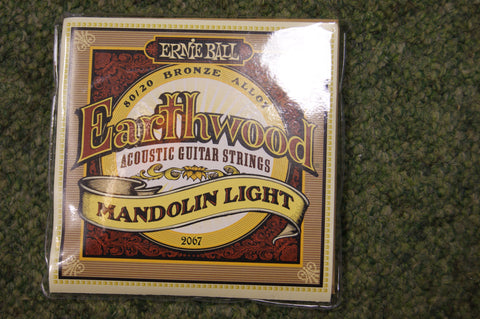 Ernie Ball 2067 Earthwood mandolin light strings 9-34