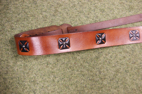 Guitar strap leather DTC3 brown by Onori with black iron crosses