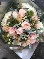 2512.4 Winter Pink Christmas Bouquet