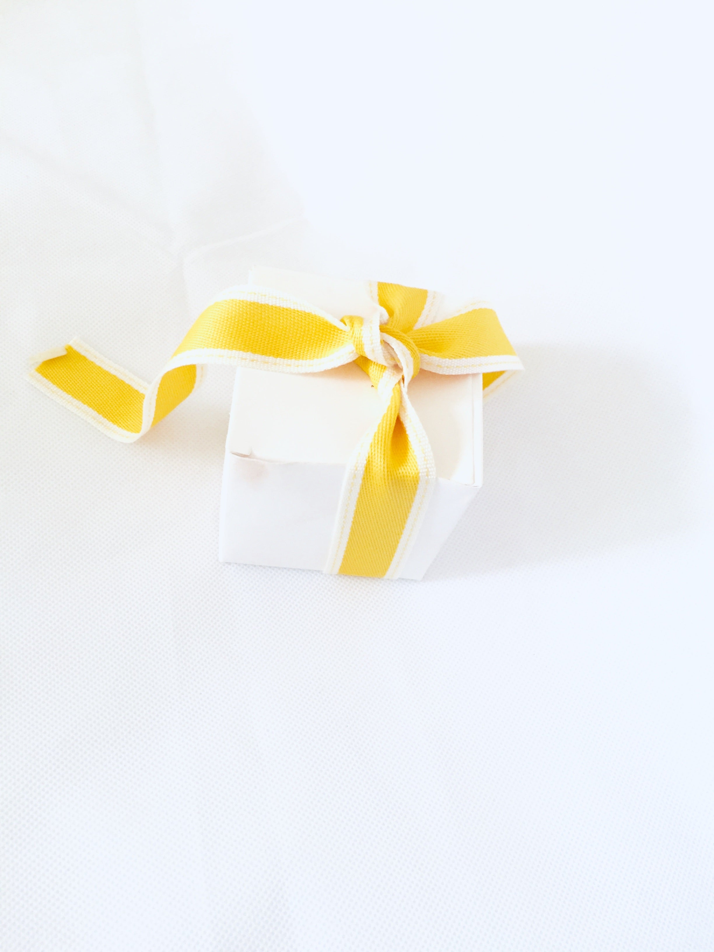 White Favour Boxes - thecakeboxes