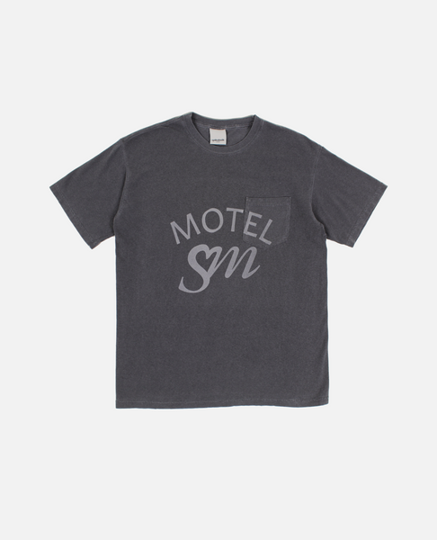 MOTEL S.M. POCKET TEE (CHARCOAL)