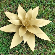 "Load image into Gallery viewer, 25"" Large Gold Foam Flower"
