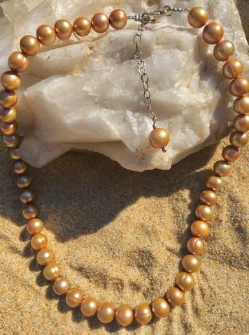 Pearl necklace with butterscotch pearls