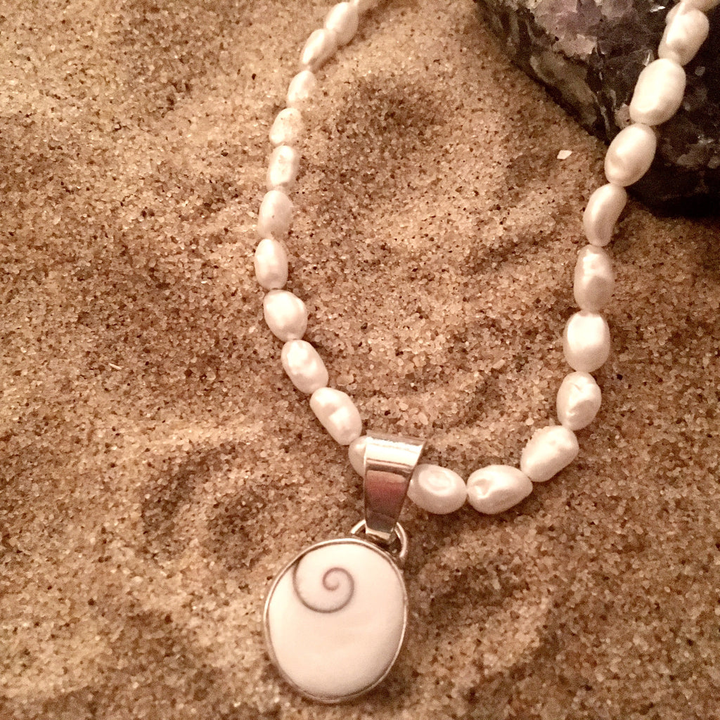 Pendant Eye of Shiva on Fresh Water Pearl Necklace