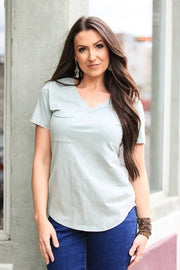 SOLID SHORT SLEEVE FITTED TOP WITH POCKET
