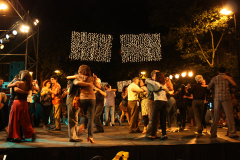 Dancing on Avenida de Mayo