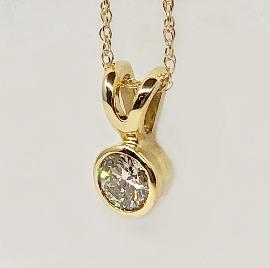 Round Diamond Pendant 14 Karat Yellow Gold