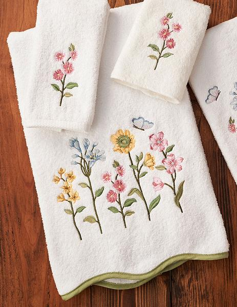 Country Prairie Bouquet Bath Towel
