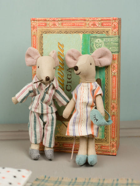Mom and Dad Mice in Cigar Box